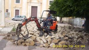 martello demolitore montato su miniescavatore
